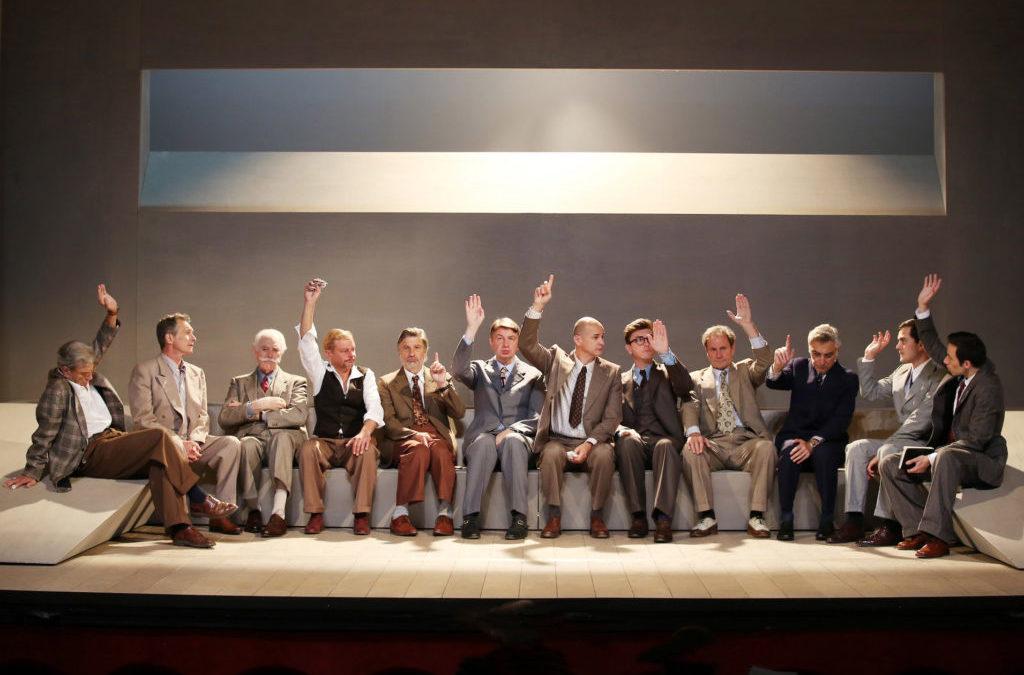 Une belle soirée au théâtre avec 12 hommes en colère
